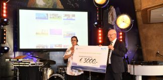 Mary Dotsch EIC en Ronals Schinagl HaVe cheque