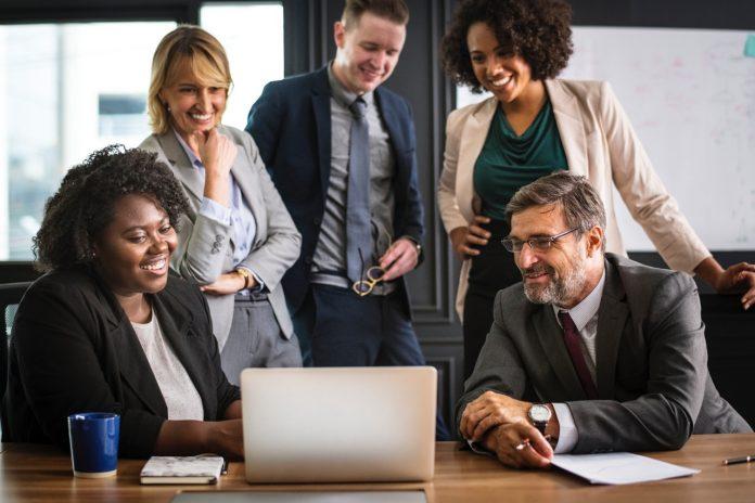 Analyzing brainstorming business people