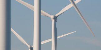 windmolens met blauwe lucht