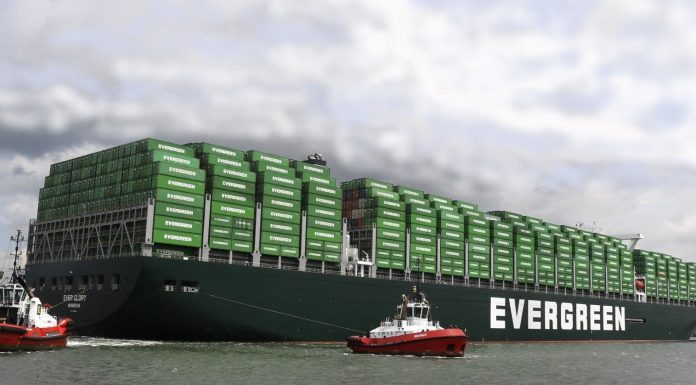 Containers stuwen groei overslag haven Rotterdam