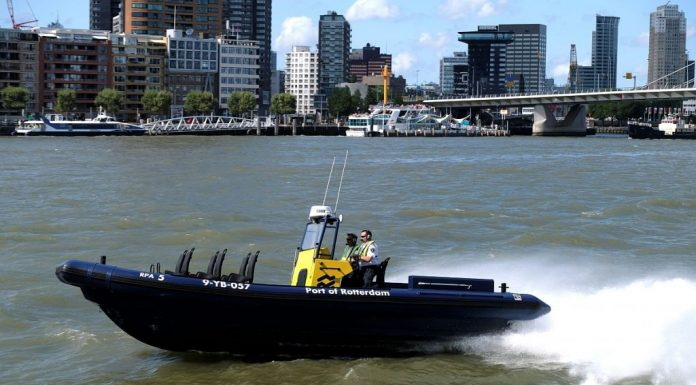 Havenbedrijf Rotterdam neemt supersnelle boot in gebruik
