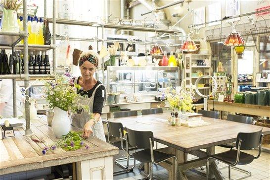 vrouw met planten